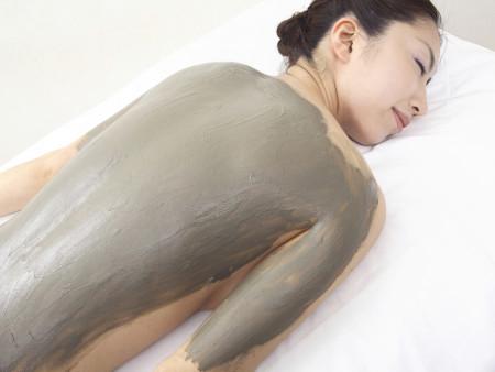 Luxe harmoniserende kleipakking, peeling en massage 90min.