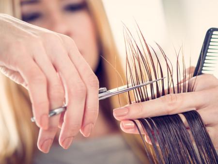 Damessnit + Brushing kort haar + Haar wassen (verzorgende shampoo)