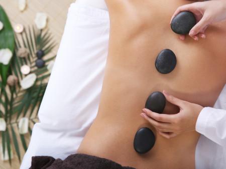 Gelaatsverzorging  60min + Hot Stone massage rugmassage 30min